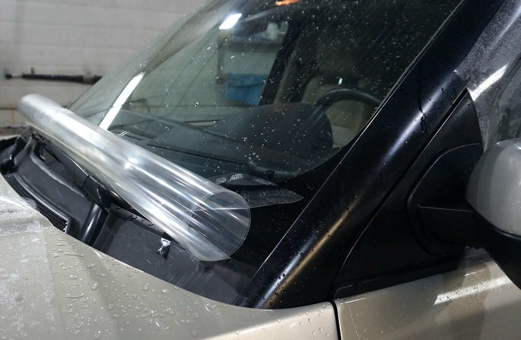 фото бронирование лобового стекла авто